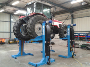 Mobile lifts for special vehicles