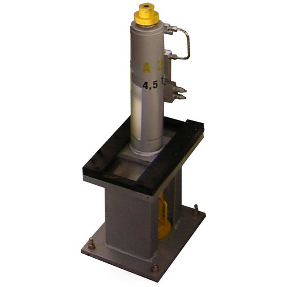 Pit jack for rail vehicles