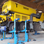Airport engine lifted by SEFAC mobile columns