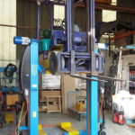 Mobile column lifts for forklift trucks